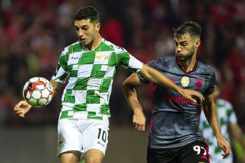 Benfica isola-se provisoriamente na liderança ao vencer em Moreira de Cónegos