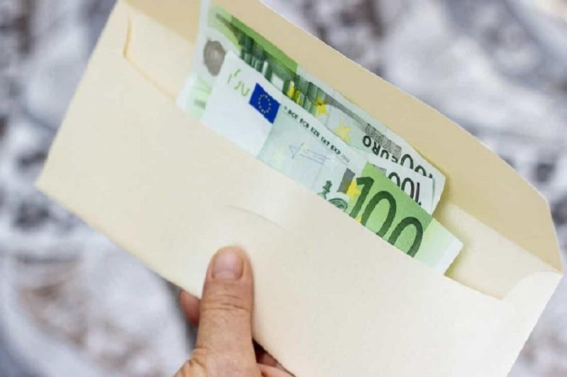 PSP deteve jovens por passagem de notas falsas de 100 euros em Guimarães
