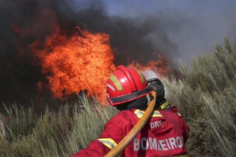Época mais crítica de incêndios termina na segunda-feira, menos meios a partir de terça