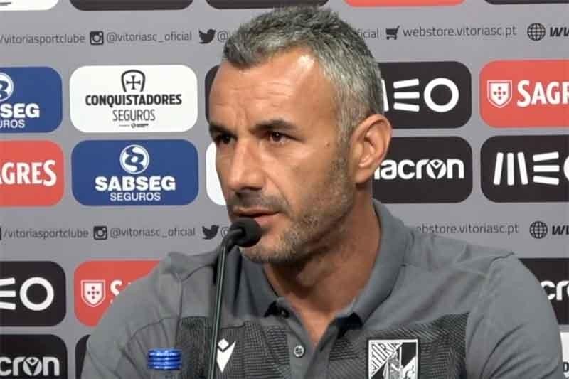 LE: Treinador do Guimarães quer corrigir derrota em Liège frente ao Eintracht