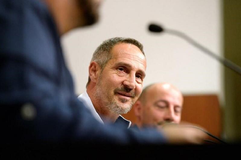 LE: Treinador do Eintracht admite pressão de derrotar o Vitória