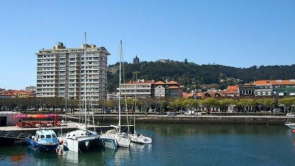 Prédio Coutinho com 6 frações por entregar onde vivem 9 moradores- VianaPolis