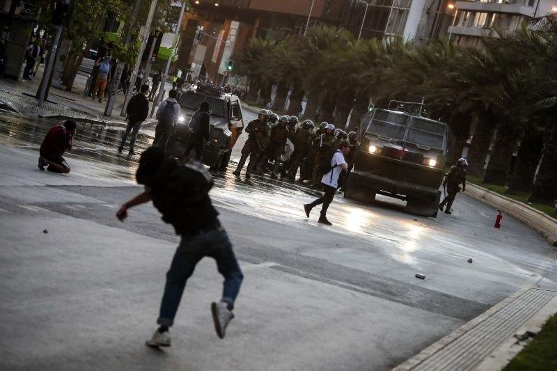 Presidente do Chile decreta estado de emergência na capital após violentos protestos