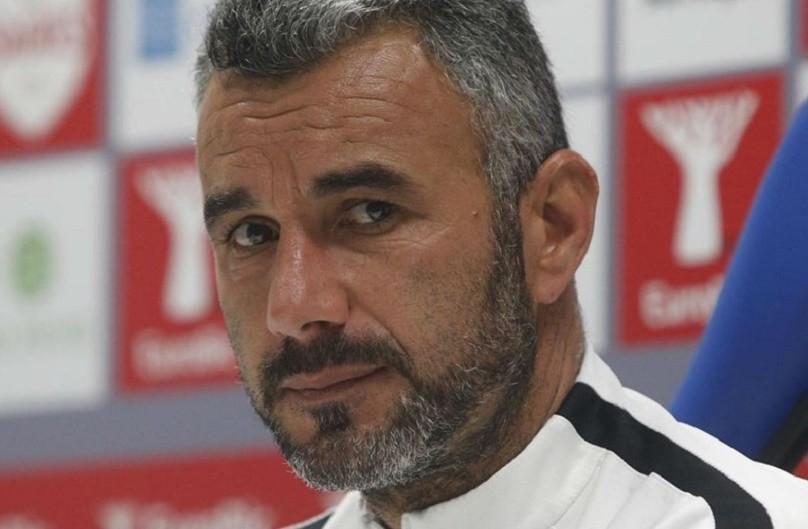 LE: Treinador do Vitória espera que vitória contra Arsenal recupere esperança