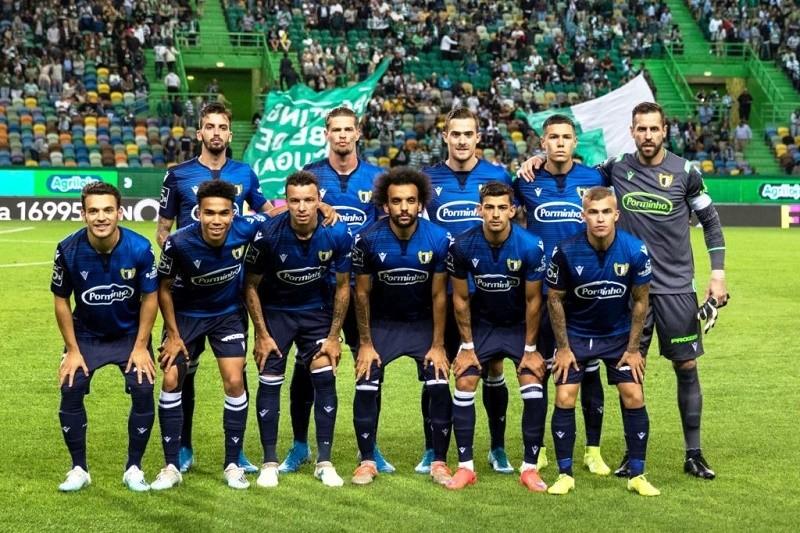 Liderança do Famalicão colocada à prova pelo FC Porto no regresso da I Liga