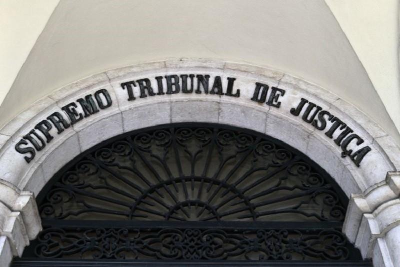Casal de Braga condenado a indemnizar vizinhos pelo barulho dos galos e galinhas
