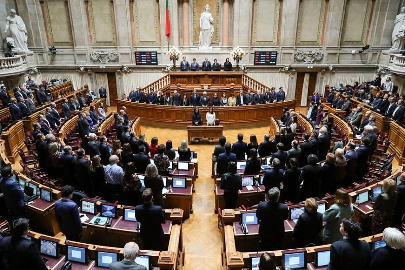 Covid-19: Parlamento vota, sem debate, resolução sobre estado de emergência