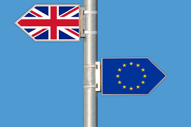 Brexit: UE aceita adiamento
