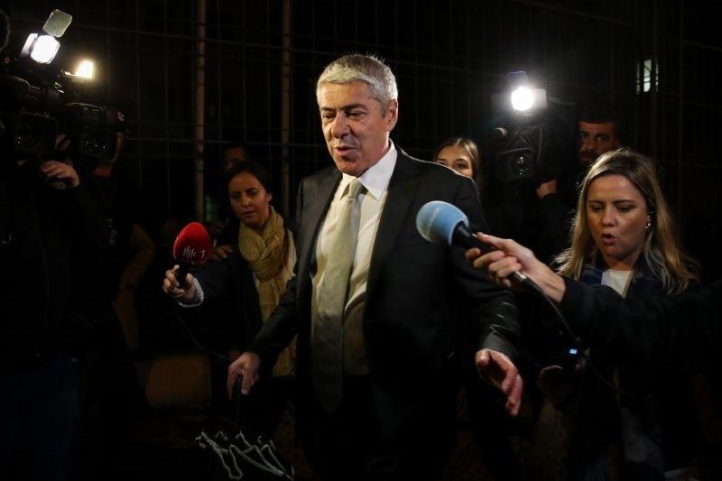 Operação Marquês: Sócrates sai do interrogatório com ar satisfeito e regressa na terça-feira