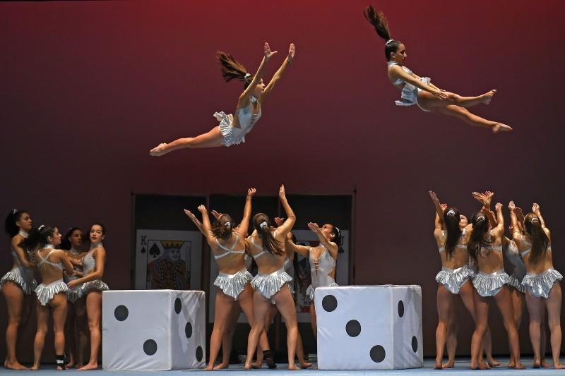 Gala revela 14 jovens talentos no palco principal do Theatro Circo