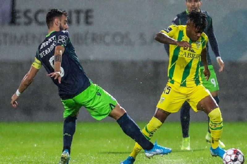 Tondela impõe primeira derrota ao Sporting de Silas na I Liga