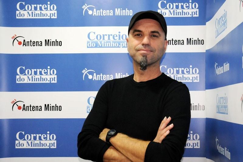 Novo CD de Zezé Fernandes faz crítica social a um país porreiro