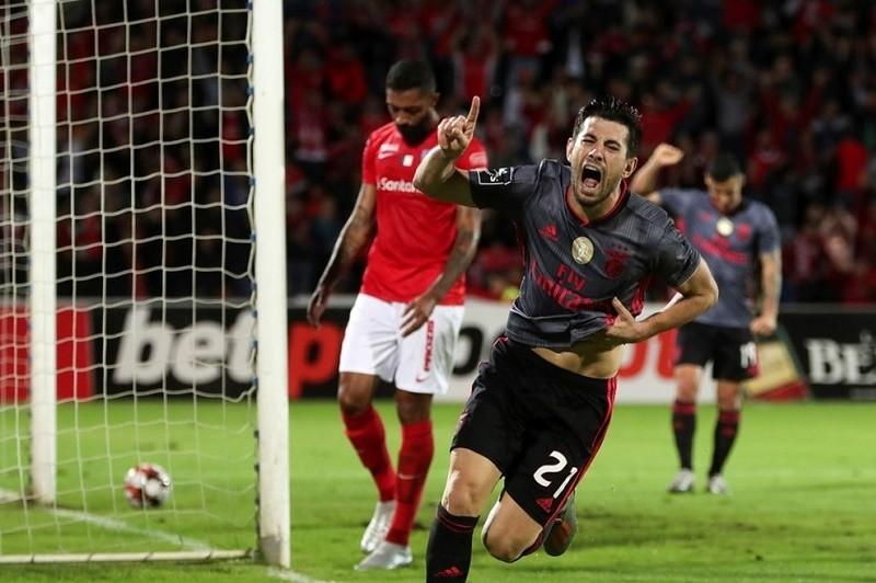 Benfica vence nos Açores com reviravolta no marcador