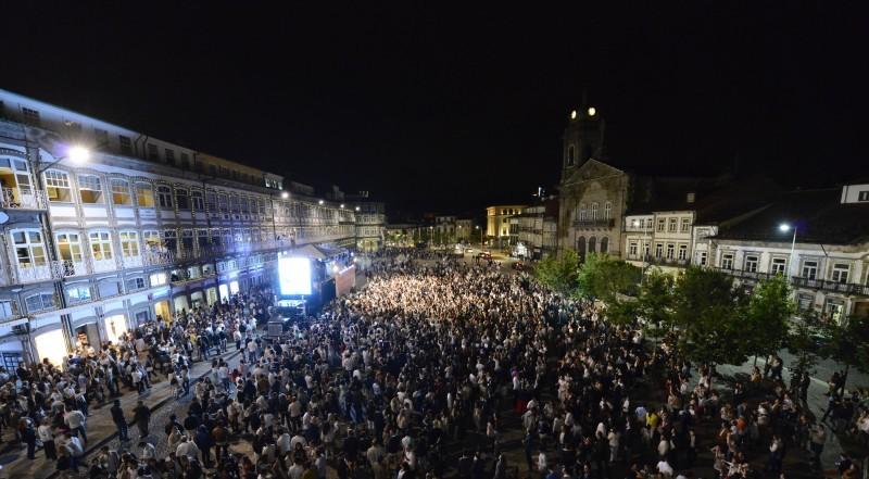 Branco invade Guimarães na noite mais longa do ano