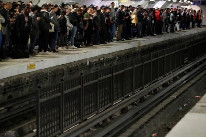 Greve em França afeta transportes e escolas nas primeiras horas da manhã