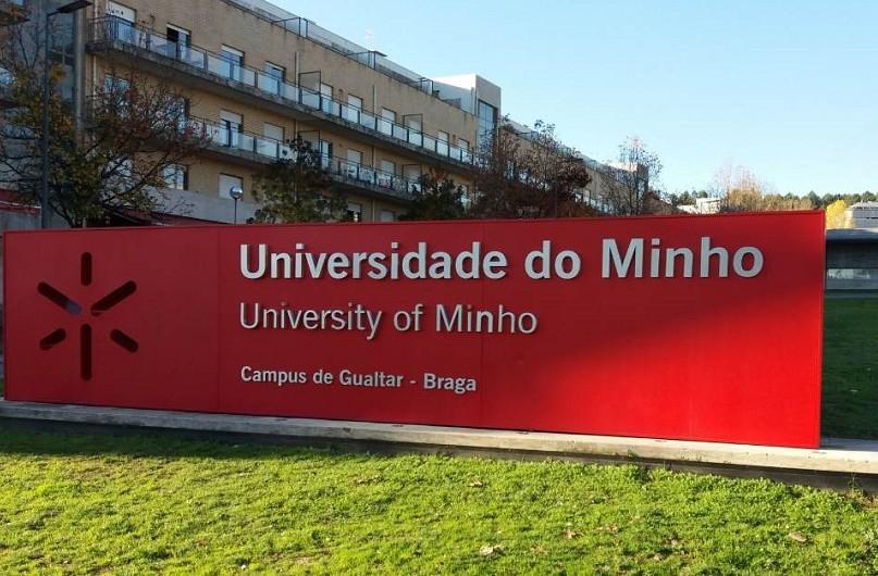 Precários da UMinho contestam cortes salariais com regularização do vínculo