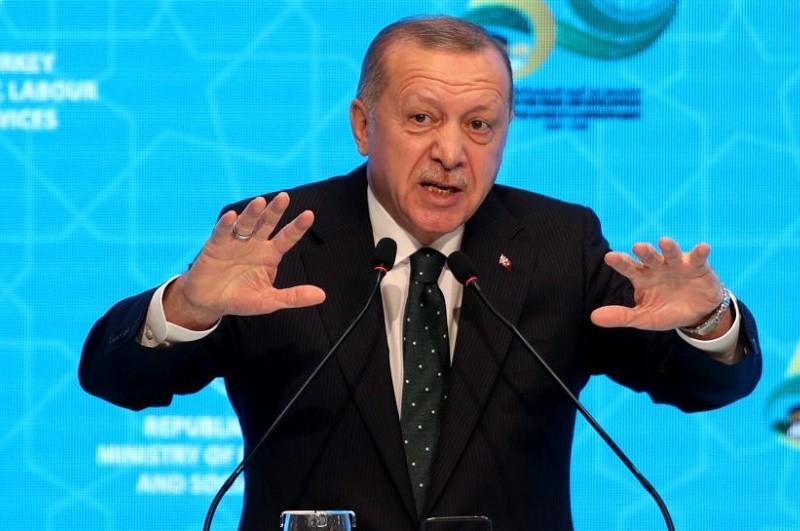 Erdogan ameaça encerrar