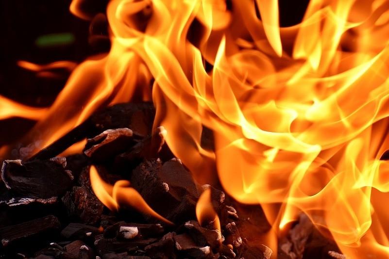 VIANA DO CASTELO: Mau tempo adia tradição da fogueira de Natal