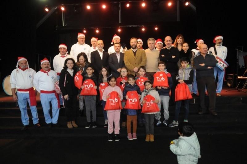 Aluna da EB1 de S. Victor vence concurso de Postais de Natal dos TUB