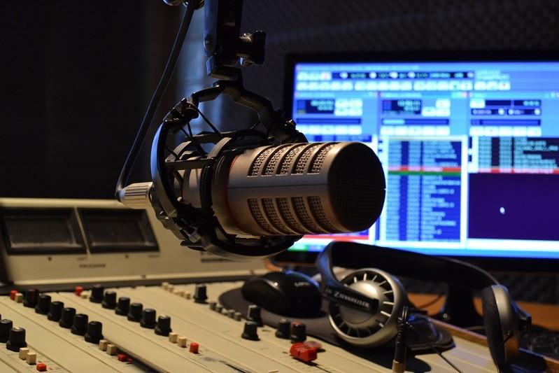Petição junta comunidade lusófona contra cortes na rádio em português em França