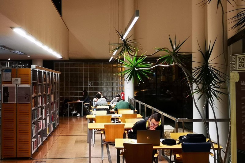Biblioteca até à meia-noite para preparar os exames