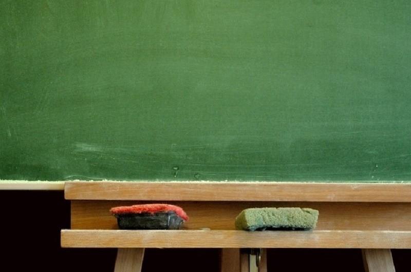 Crianças levam mantas para escola em Barcelos para enganar o frio
