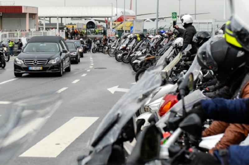 Cortejo fúnebre de Paulo Gonçalves acompanhado por uma centena de motards
