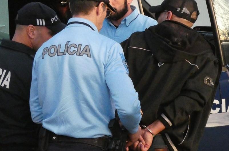 GUIMARÃES: Três adeptos detidos por arremesso de garrafas de água