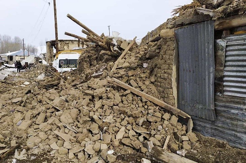 Pelo menos sete mortos no leste da Turquia devido a sismo com epicentro no Irão