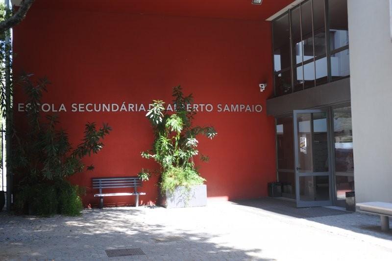 Covid-19: Escola de Braga quer suspensão de aulas presenciais e exames nacionais