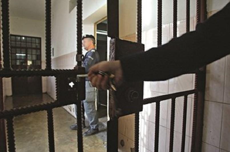 Covid-19: Serviços prisionais com 435 casos positivos - direção-geral