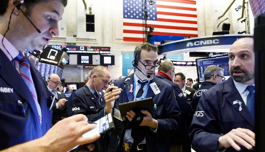 Wall Street vive dia negativo com Dow a perder 10% e S&P500 a forçar suspensão