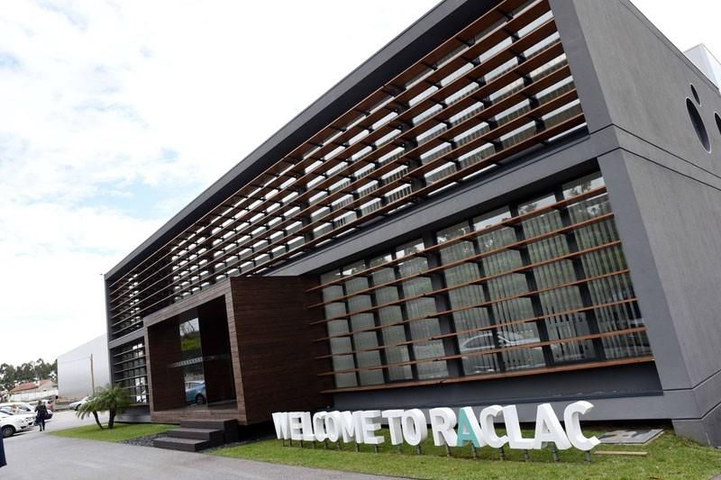 Primeira fábrica na Europa vai produzir milhões de luvas de exame descartáveis