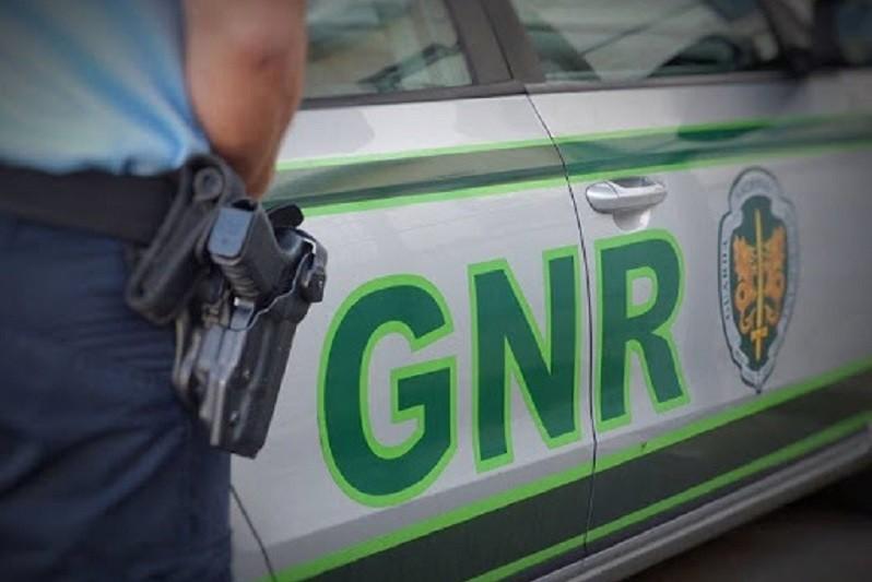 GNR de Braga prende homem com longo cadastro criminal e que estava fugido da prisão