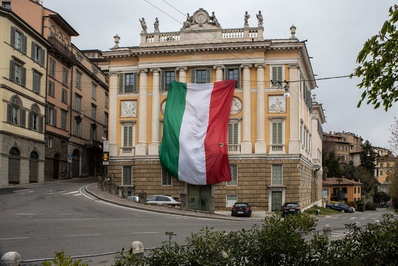 Covid-19: Itália com mais 1.648 casos e 812 mortes, ritmo dos contágios em baixa