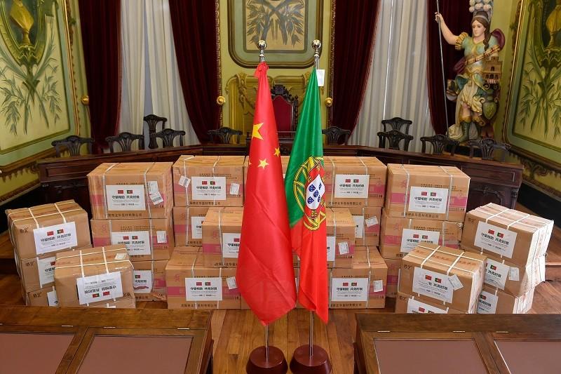 Covid-19: Máscaras e 'kits' médicos oferecidos por cidade chinesa chegaram a Braga