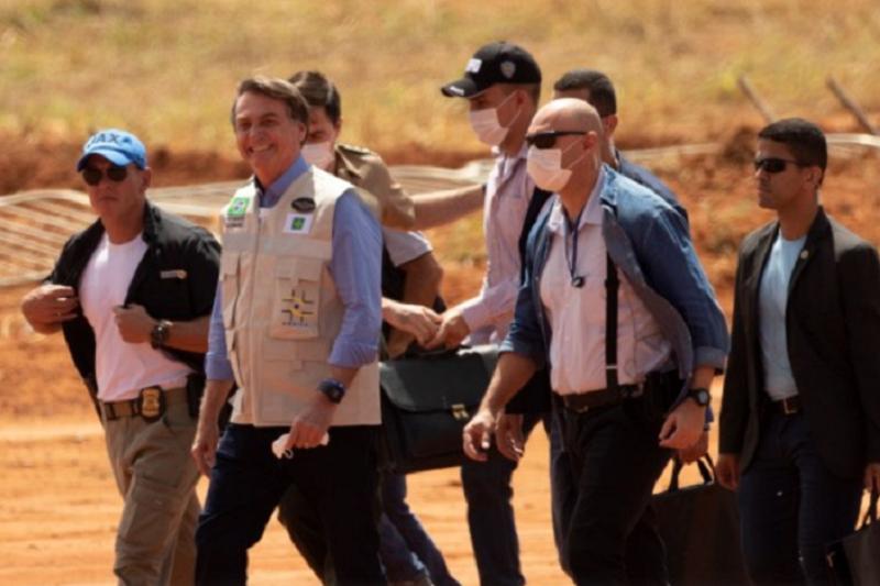 Covid-19: Bolsonaro pode sofrer sanções políticas e jurídicas por relativizar pandemia - governador