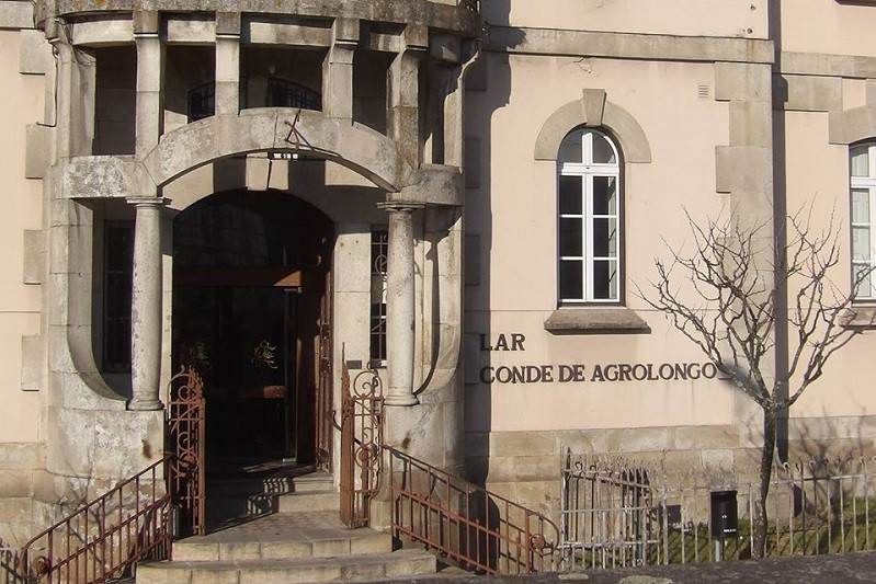 Bombeiros desinfetam em Braga lar com caso positivo