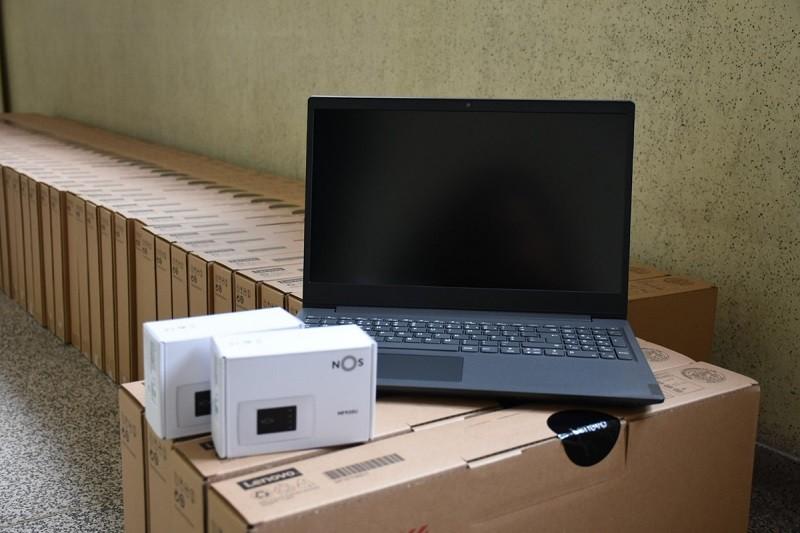 Covid-19: Câmara de Famalicão disponibliza computadores, 'tablets' e 'hotspots' a alunos