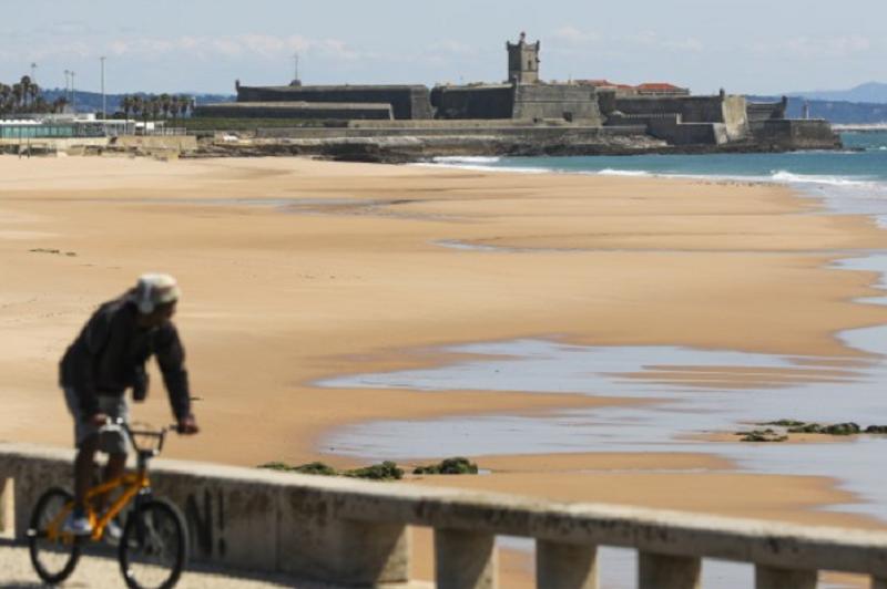 Covid-19: Praias com lotação máxima de banhistas para cumprir distanciamento social