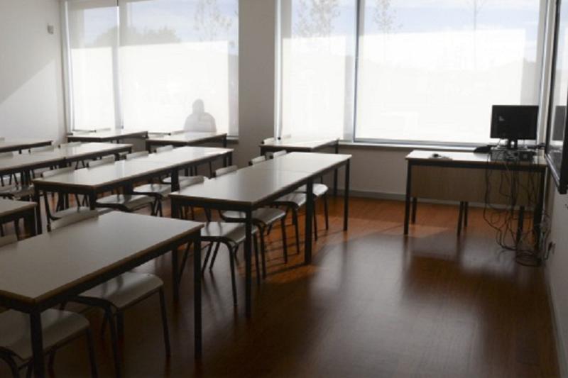 Covid-19: Desinfeção nas escolas arranca na quarta-feira - Governo