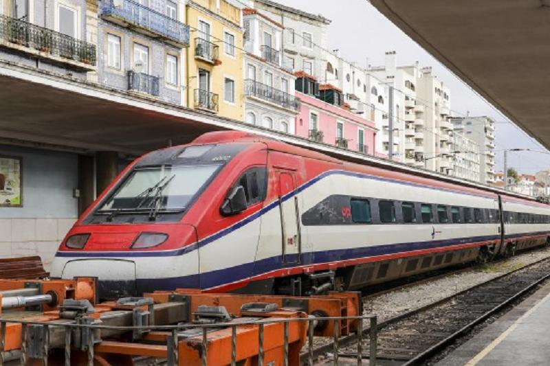 Covid-19: CP suspende comboios de longo curso entre 01 e 03 de maio