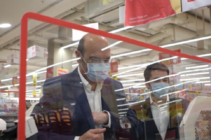 Covid-19: Portugal produz um milhão de máscaras por dia e começa a exportar - Ministro