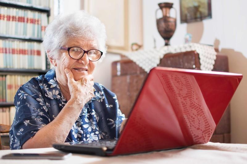 Plataforma apoia idosos isolados na quarentena