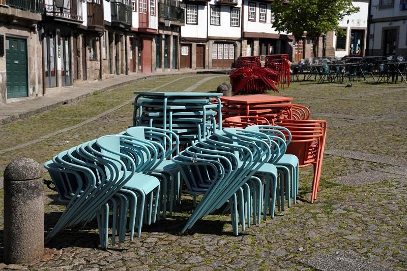 Covid-19: Guimarães permite esplanadas que poderão até ocupar lugares de estacionamento