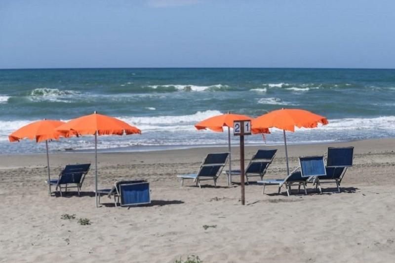 Covid-19: Utentes das praias devem assegurar distanciamento físico de 1,5 metros entre diferentes grupos