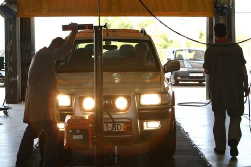 Covid-19: Centros de inspeção automóvel e escolas de condução podem abrir 2ª-feira