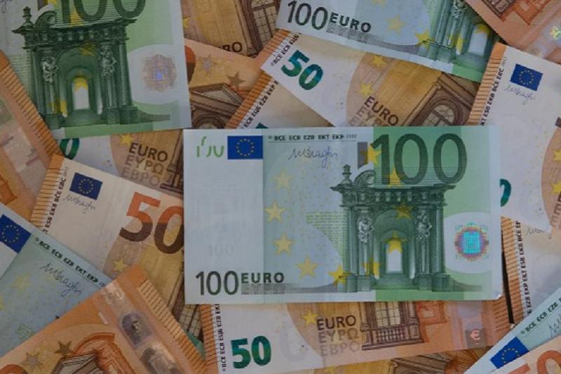 Covid-19: UE adota pacote de apoio temporário para atenuar riscos de desemprego