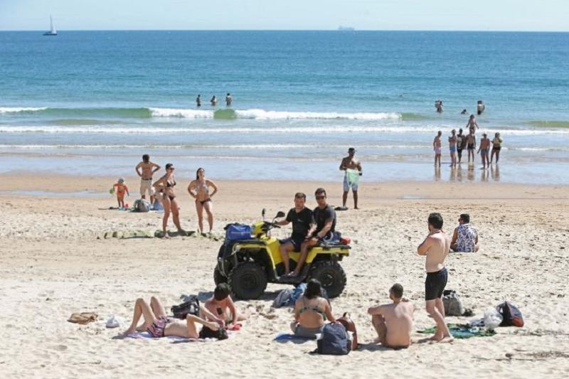 Covid-19: Acesso à praia é livre, vermelho não é proibição de entrar  ministro
