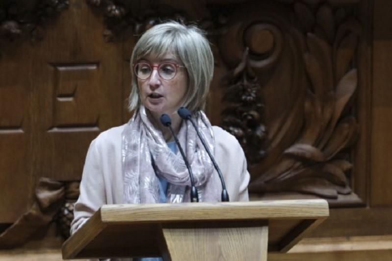 Covid-19: Ministra defende respostas sociais para lá do combate ao coronavírus
